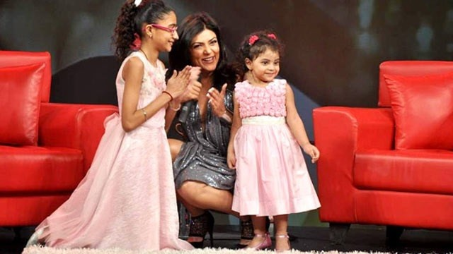 459729-sushmita-sen-and-daughters