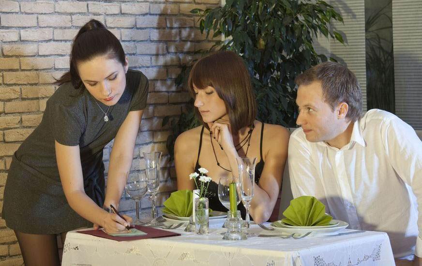 man-flirting-with-waitress