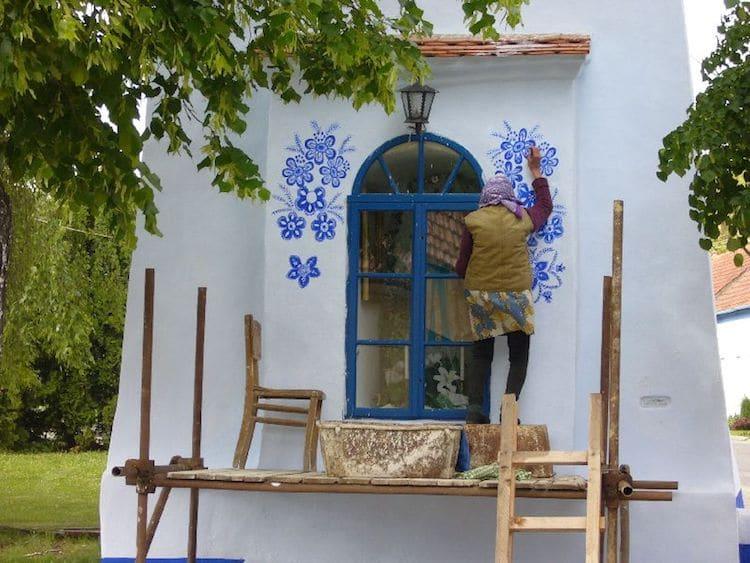 Agnes-Kasparkova-louka-painted-houses-6