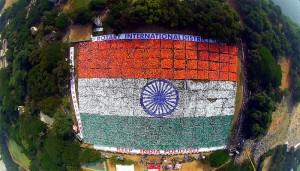 ભારતે માનવીઓથી બનેલા સૌથી મોટા રાષ્ટ્રધ્વજનો વર્લ્ડ રેકોર્ડ નોંધાવ્યો
