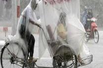 Funny: વરસાદથી બચવા માટે લોકો કરે છે કંઇક આવું!