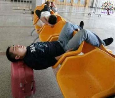 Funny : કેટલાક લોકો આવી રીતે પણ સુવે છે!