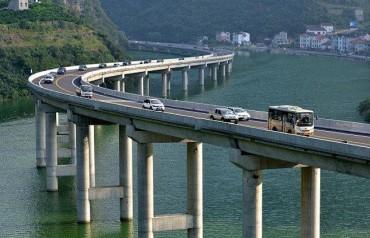 પ્રથમવાર ચીને નદી વચ્ચે બનાવ્યો ૧૧ કિલોમીટર લાંબો હાઇવે
