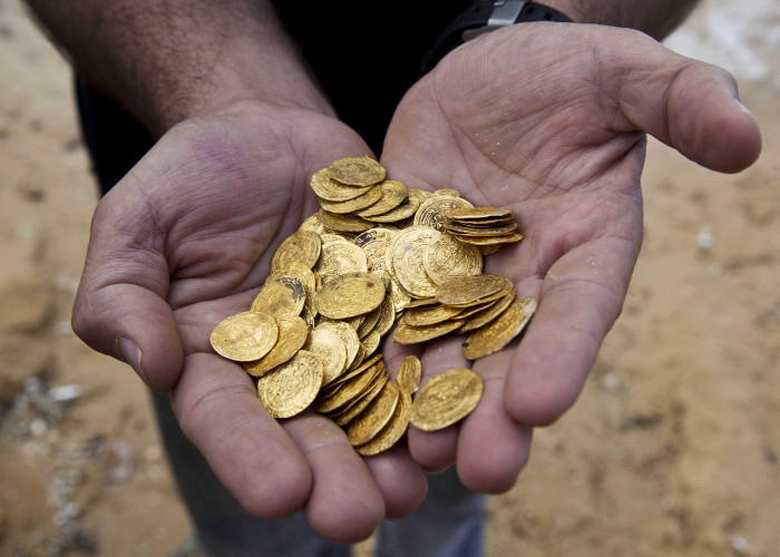 treasure found in india coins have photo of lord krishna