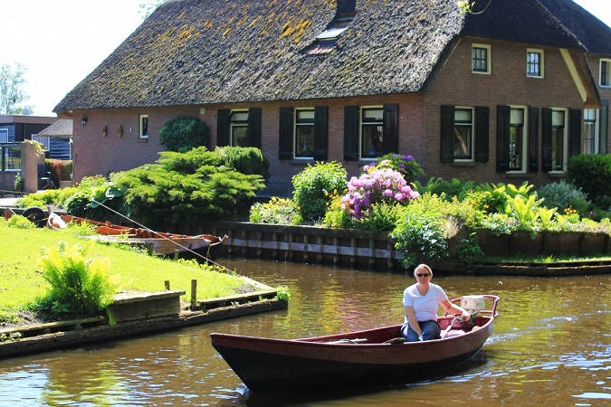 સપના જેવા આ સુંદર ગામમાં રસ્તા ની જગ્યાએ છે નહેરો, શું તમે અહી જવાનું પસંદ કરશો?