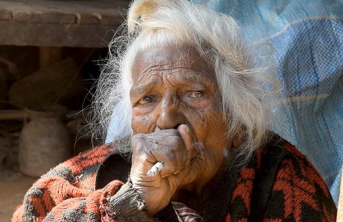 ગજબ!  ૧૧૨ વર્ષની ઉમરમાં પણ આ મહિલા પીવે છે દરરોજ ૩૦ સિગારેટ