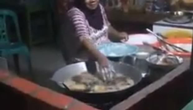 Omg ! ગરમ ગરમ તેલ સાથે શું કરી રહી છે આ મહિલા, અચૂક જુઓ