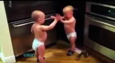 વિડીયો : બે નાના બાળકોની ક્યુટ ફાઈટ