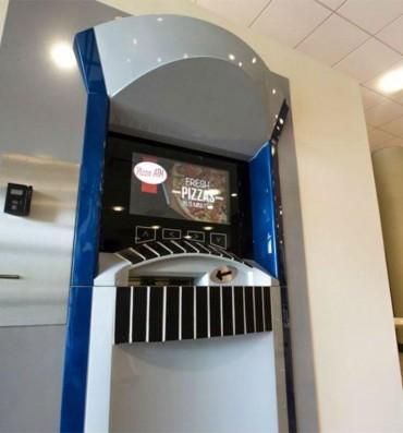 વાહ!! આ ATM માંથી પૈસા નહિ પણ નીકળે છે Pizza! છે ને જોરદાર